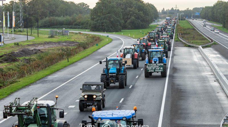Lange file tussen Fluitenberg en Assen door demonstratie (foto update)