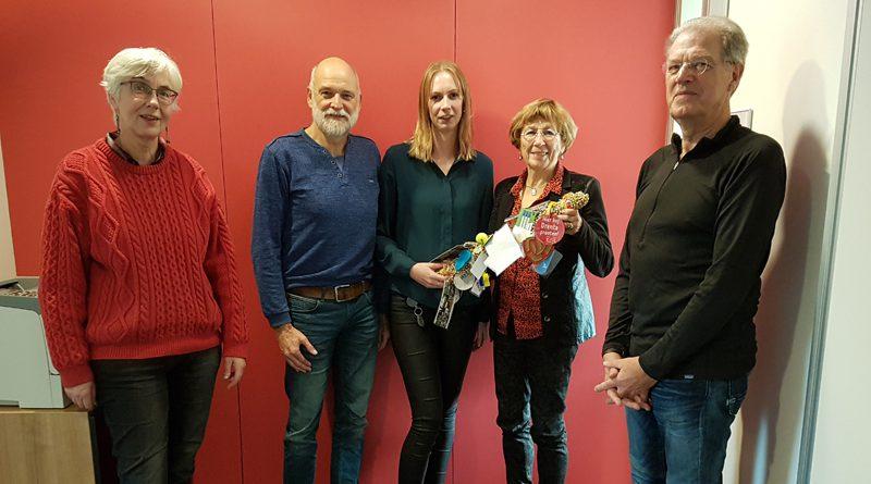 Estafettestok naar Stichting Leergeld Hoogeveen
