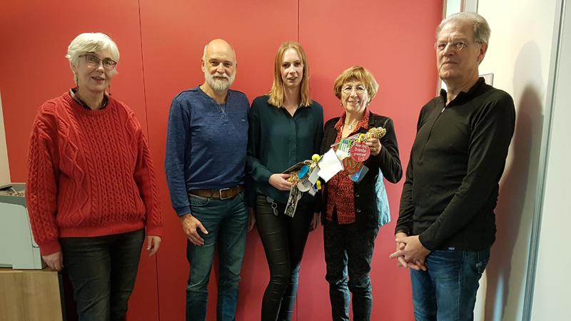 Estafettestok naar Stichting Leergeld Hoogeveen - Regionieuws Hoogeveen