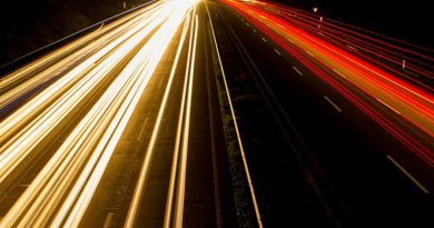Maximum snelheid naar 100 kilometer per uur op snelweg overdag
