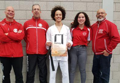 Darnell Leepel slaagt voor zwarte band taekwondo