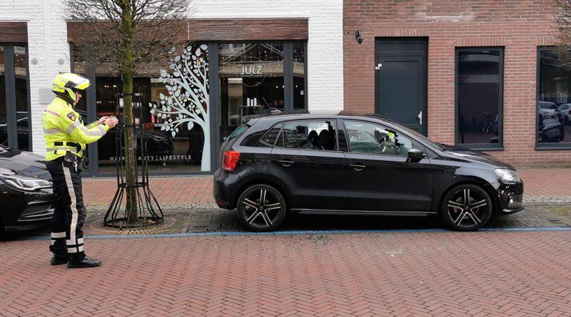Man uit Hoogeveen aangehouden na vernieling auto