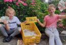 Leonie en Chantal staan uren in de keuken en bakken 786 euro bij elkaar