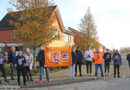 Studenten Alfa College Hoogeveen helpen met Kika kerststollen actie