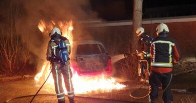Drie verdachten aangehouden voor autobranden in Hoogeveen