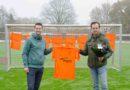 Riegauto's voorziet het 2e elftal Hollandscheveld van nieuwe inloopshirts