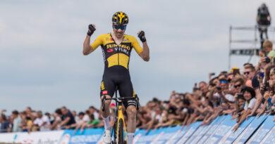 Timo Roosen pakt Nederlandse titel bij NK Wielrennen op VAM-berg